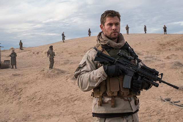 Chris Hemsworth ใน 12 Strong